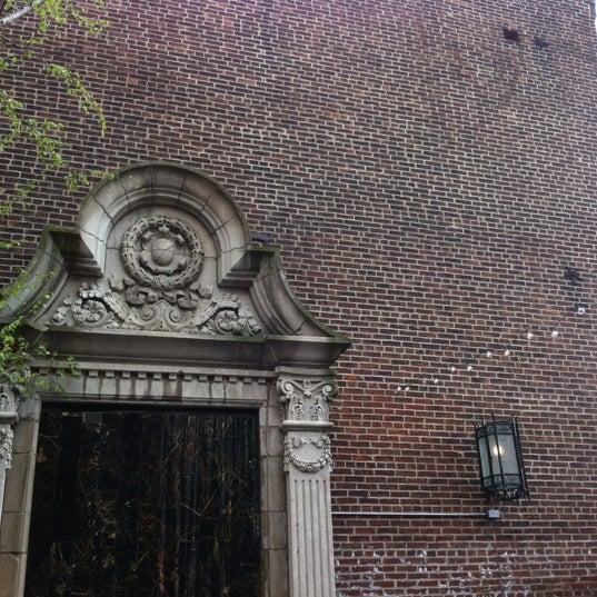 Das Foto wurde bei Square One Brewery & Distillery von Stacey A. am 3/24/2012 aufgenommen