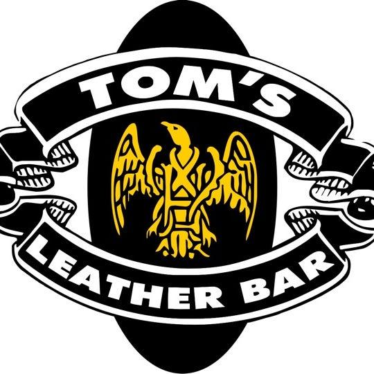 Das Foto wurde bei TOM'S Leather Bar von Miguel Antonio P. am 2/27/2012 aufgenommen