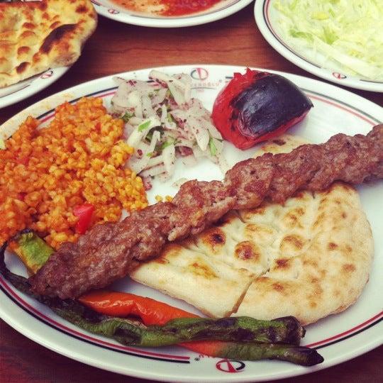 Das Foto wurde bei Düveroğlu von Deniz E. am 7/2/2012 aufgenommen