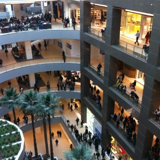 Foto scattata a Costanera Center da Francisco A. il 6/14/2012