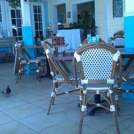 Foto tirada no(a) Southernmost Beach Cafe por Omar Y. em 7/5/2012