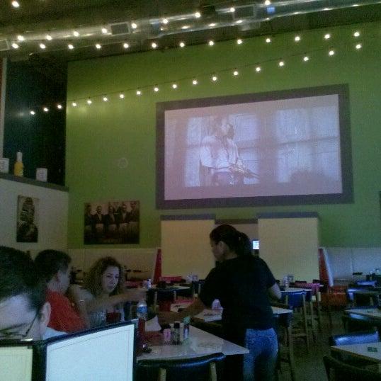 Снимок сделан в El Real Tex-Mex Cafe пользователем Grethe T. 7/17/2012