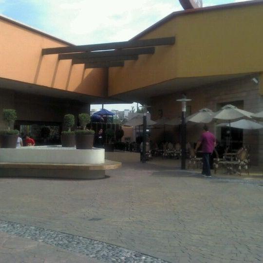 Снимок сделан в Plaza Universidad пользователем Ale A. 4/1/2012