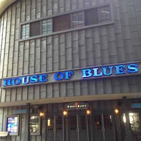 Foto diambil di House of Blues oleh Vince F. pada 5/28/2012