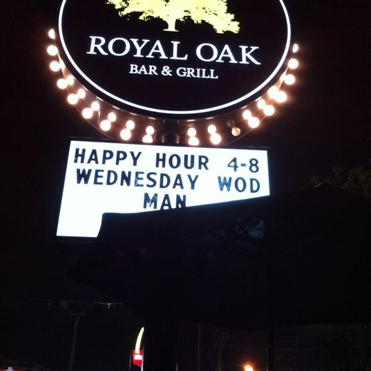Das Foto wurde bei Royal Oak Bar and Grill von rushay b. am 8/30/2012 aufgenommen
