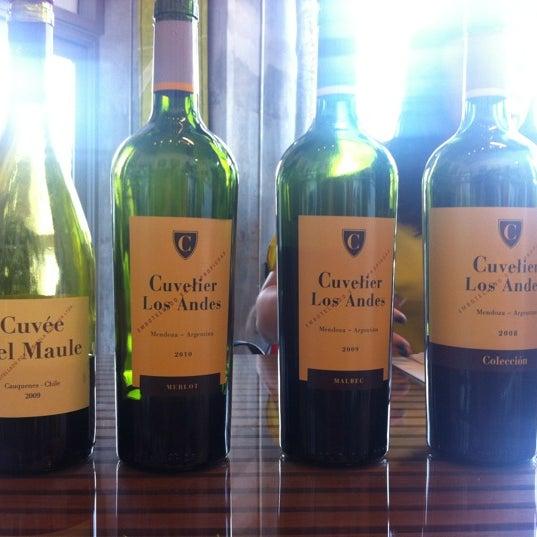 Foto diambil di Wine By The Bay oleh @kdeamat ™. pada 2/28/2012