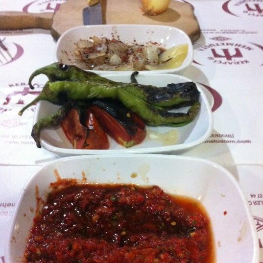 Das Foto wurde bei Mehmet Usta Kebap ve Ciğer Salonu von Erdal A. am 7/14/2012 aufgenommen