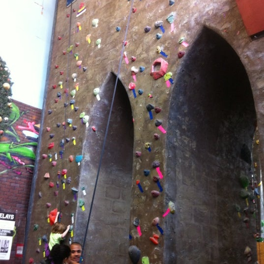 Foto tirada no(a) Brooklyn Boulders por Will G. em 8/12/2012