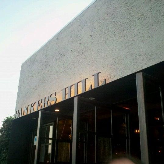 Foto tirada no(a) Bankers Hill Bar & Restaurant por Craig R. em 8/26/2012