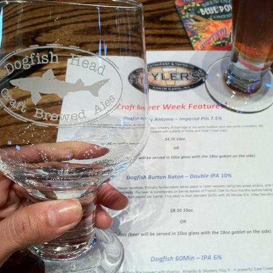 รูปภาพถ่ายที่ Tyler's Restaurant & Taproom โดย Alysha T. เมื่อ 5/18/2012