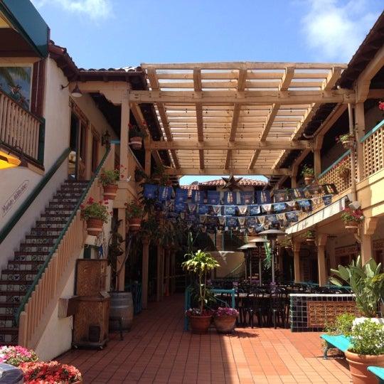 รูปภาพถ่ายที่ Cafe Coyote โดย Ed B. เมื่อ 4/27/2012