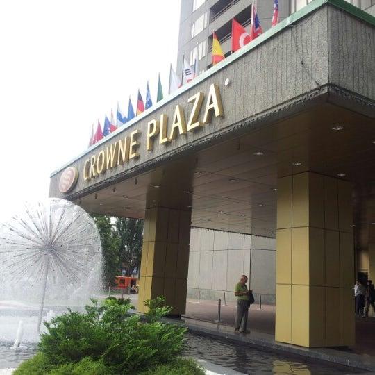 Foto tirada no(a) Crowne Plaza por Max V. em 6/20/2012