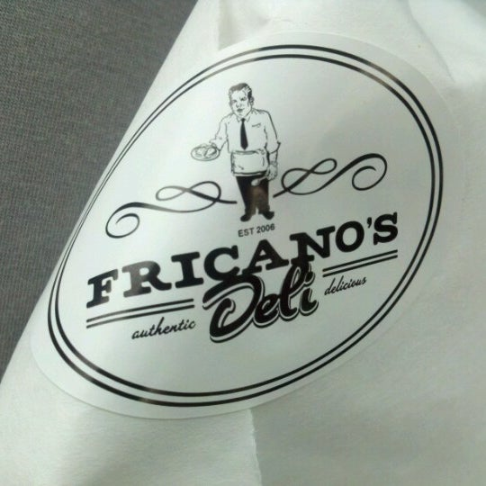 รูปภาพถ่ายที่ Fricano's Deli & Catering โดย Anika K. เมื่อ 7/9/2012