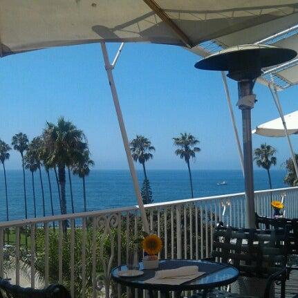 Снимок сделан в La Valencia Hotel пользователем Phil R. 8/17/2012