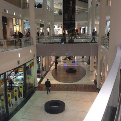 Foto tirada no(a) Shopping Crystal por Fernando em 8/29/2012