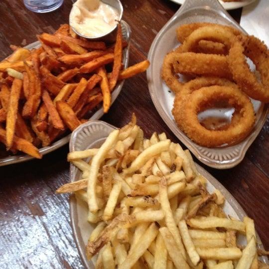Foto tirada no(a) Mo's Restaurant por Beata C. em 6/5/2012