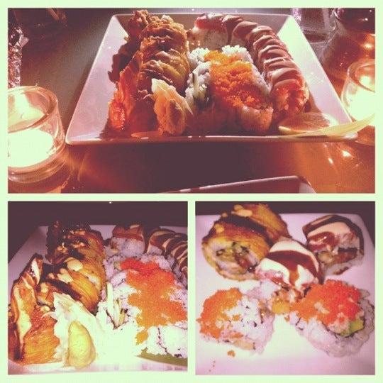 Das Foto wurde bei Mura Japanese Restaurant von Donovan W. am 7/15/2012 aufgenommen