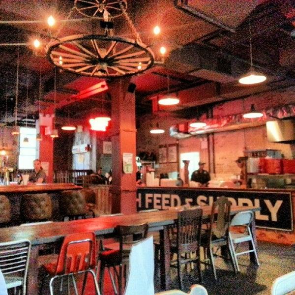 รูปภาพถ่ายที่ Mable's Smokehouse & Banquet Hall โดย Karen L. เมื่อ 8/21/2012