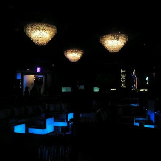Das Foto wurde bei The Sutton Club von Oscar S. am 2/18/2012 aufgenommen