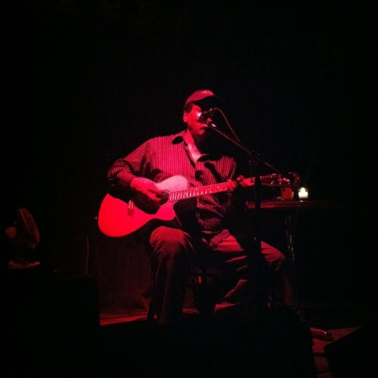 Photo prise au Terra Blues par Meredith D. le7/13/2012