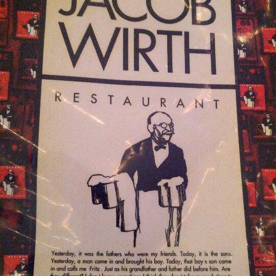 Foto tirada no(a) Jacob Wirth Restaurant por Craig C. em 7/13/2012