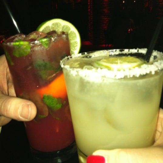 Foto tomada en Lolita Cocina & Tequila Bar por Kim S. el 2/18/2012
