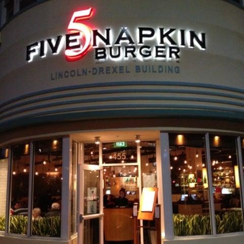 Снимок сделан в 5 Napkin Grill пользователем A7mad A. 7/19/2012