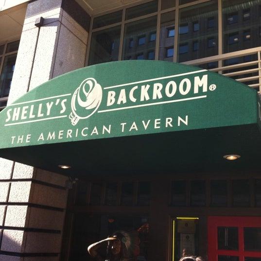 Das Foto wurde bei Shelly's Back Room von Alan B. am 3/29/2012 aufgenommen