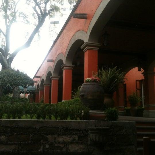 Снимок сделан в Hacienda de Los Morales пользователем Viridiana M. 8/27/2012