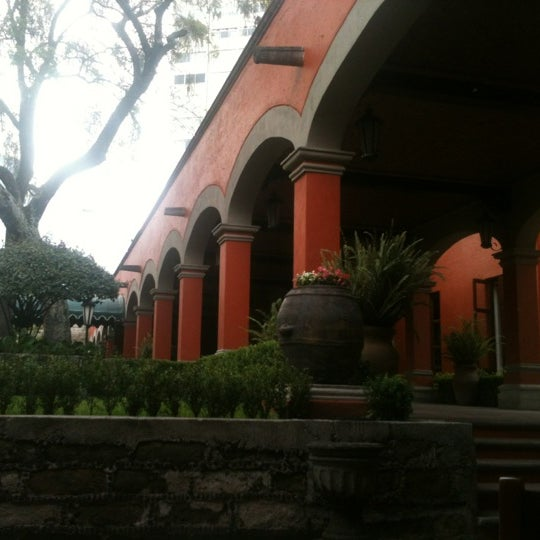 Foto diambil di Hacienda de Los Morales oleh Viridiana M. pada 8/27/2012