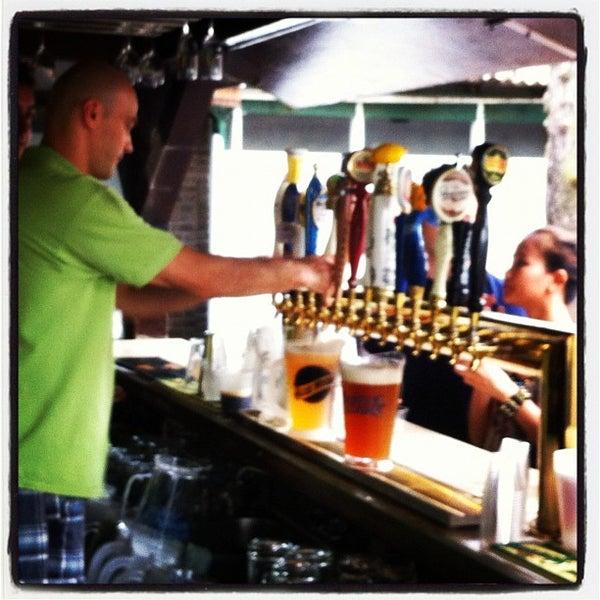 6/24/2012 tarihinde Octavio D.ziyaretçi tarafından Bohemian Hall & Beer Garden'de çekilen fotoğraf