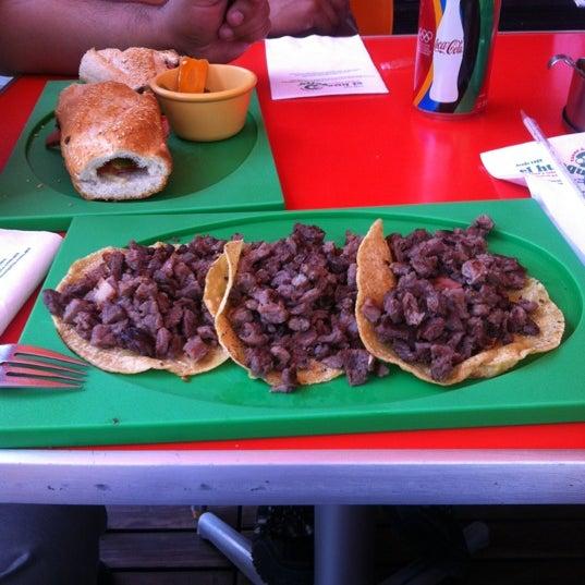 Снимок сделан в El Huequito пользователем Asaf T. 6/13/2012