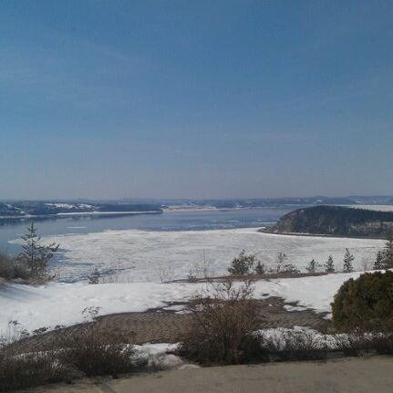 Foto tirada no(a) Auberge La Tourelle du Fjord por Pamela G. em 3/20/2012