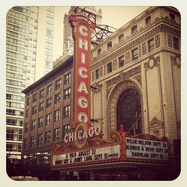 Foto scattata a The Chicago Theatre da Zach L. il 7/22/2012