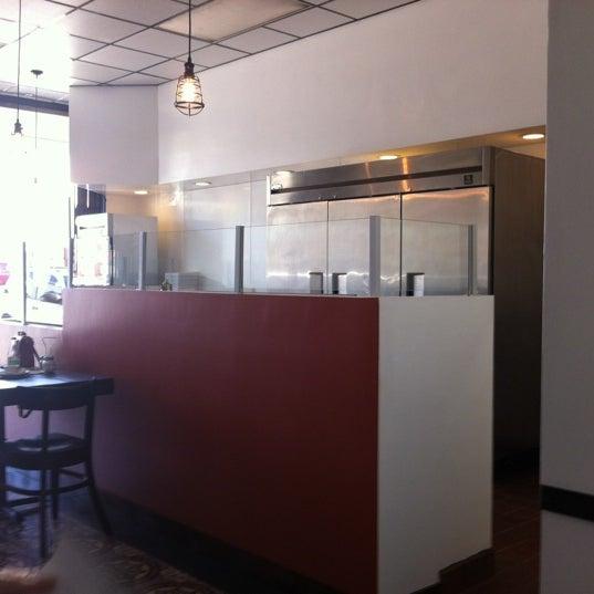 Foto scattata a Apollonia's Pizzeria da Brad C. il 7/28/2012