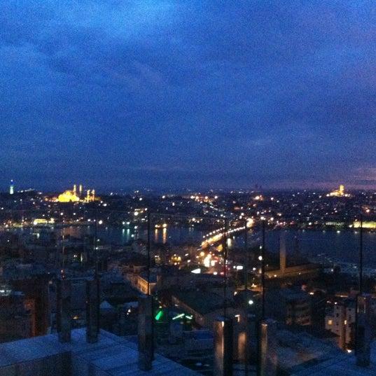 Foto diambil di Mikla oleh Duygu S. pada 5/28/2012