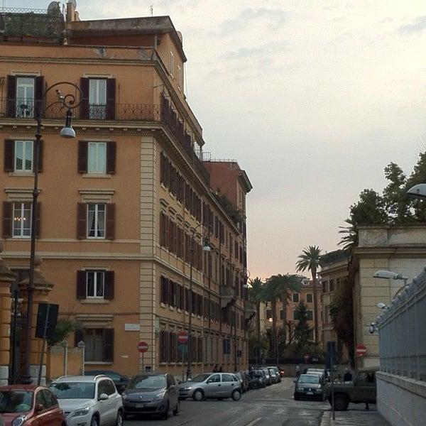 Foto scattata a Hotel Des Artistes da JJ il 3/25/2012