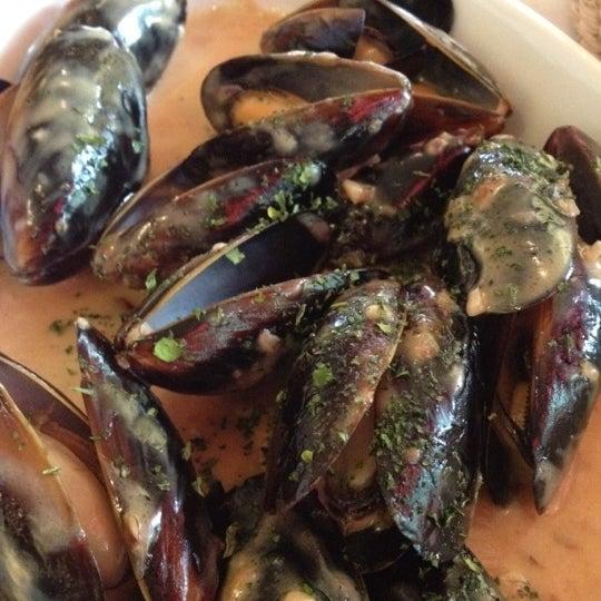 Foto tirada no(a) Café La Gloria por Adela F. em 8/9/2012
