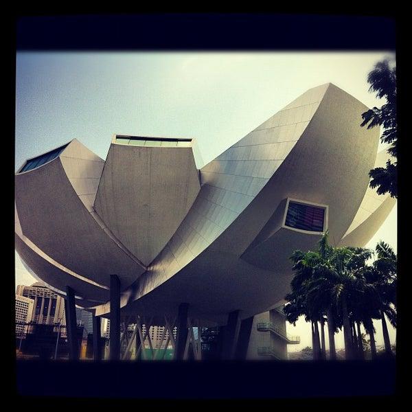 Foto diambil di ArtScience Museum oleh gloria C. pada 8/6/2012