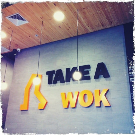 Foto scattata a Take a Wok da Vic il 7/2/2012