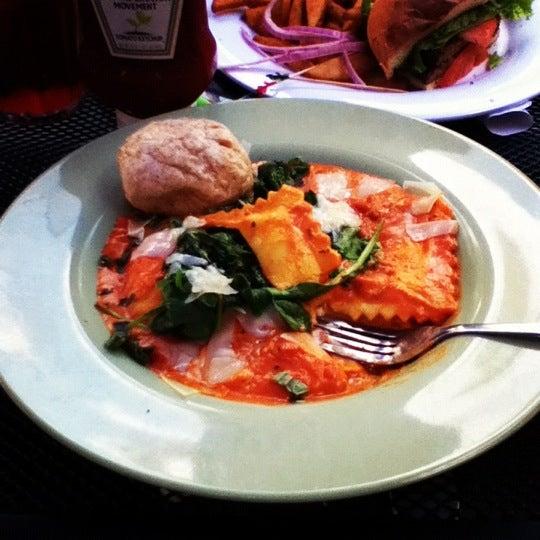 7/29/2012 tarihinde Tyler R.ziyaretçi tarafından Union Cafe'de çekilen fotoğraf