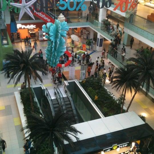 รูปภาพถ่ายที่ Athens Metro Mall โดย GeorgeM เมื่อ 8/31/2012