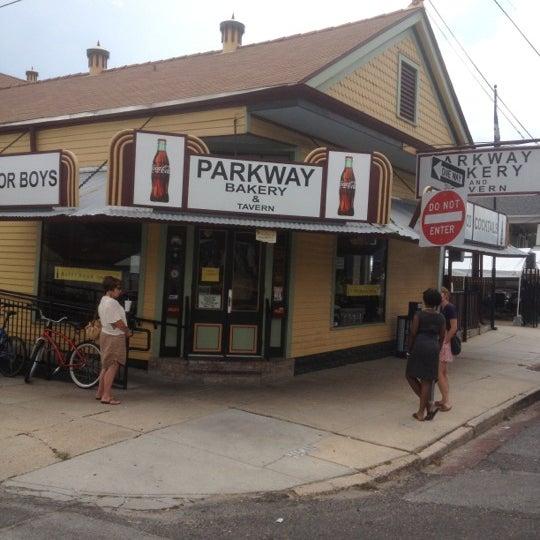 6/6/2012にSam W.がParkway Bakery & Tavernで撮った写真