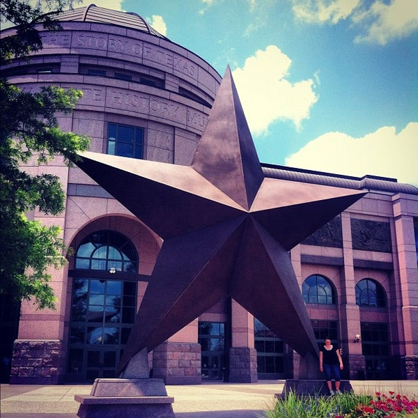 5/27/2012 tarihinde Zahid Z.ziyaretçi tarafından Bullock Texas State History Museum'de çekilen fotoğraf