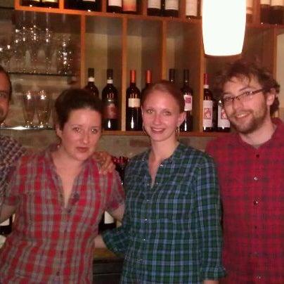 Foto scattata a Stonehome Wine Bar & Restaurant da Mar mar M. il 4/23/2012