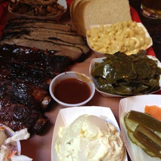 รูปภาพถ่ายที่ Mable's Smokehouse & Banquet Hall โดย Sally S. เมื่อ 4/29/2012