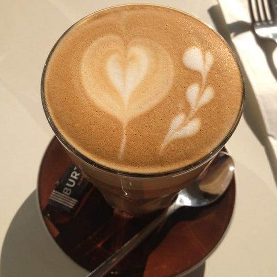 Foto tirada no(a) Tuihana Cafe. Foodstore. por Zoë B. em 7/10/2012