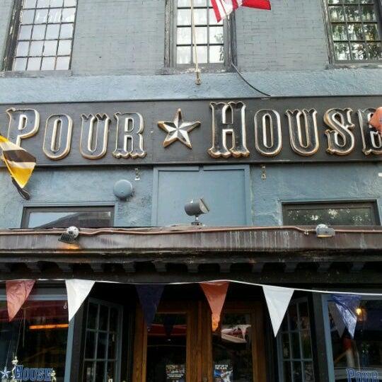Photo prise au The Pour House par Jason H. le5/29/2012