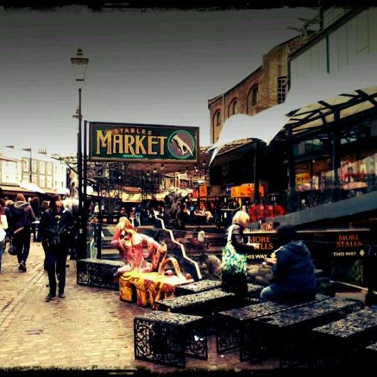 Foto tirada no(a) Camden Stables Market por Leandro S. em 4/3/2012