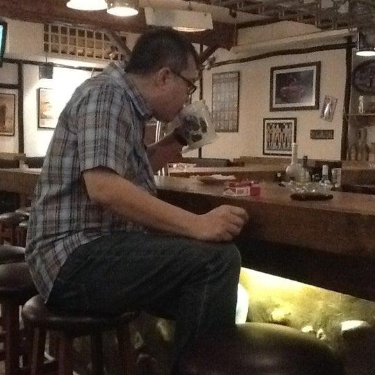 Foto tomada en Die Stube German Bar & Resto por Estée J. el 6/21/2012